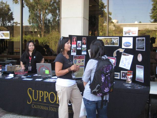 Tosha helps students at SupportNet table